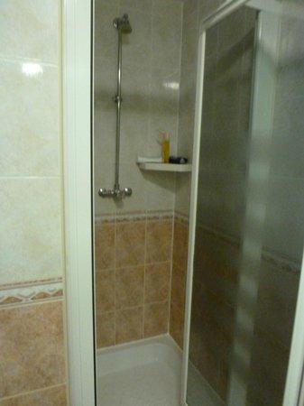 Jacobs Inn Hostel: Dusche, privatbadezimmer