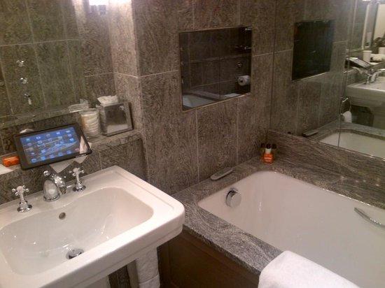 Covent Garden Hotel: That bathroom