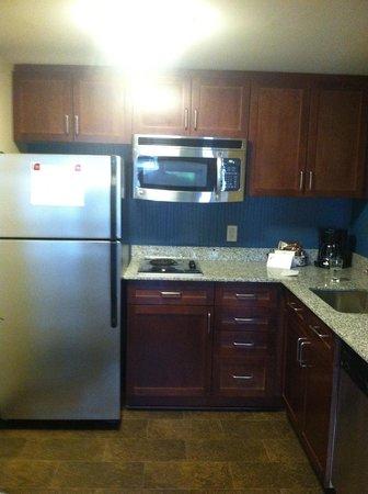 Residence Inn by Marriott Baltimore Downtown/Inner Harbor: Kitchen area