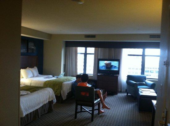 Residence Inn by Marriott Baltimore Downtown/Inner Harbor: wide shot of room