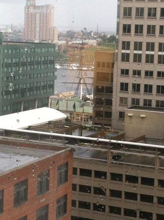 Residence Inn by Marriott Baltimore Downtown/Inner Harbor: glimpse of harbor