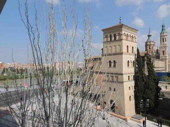 NH Ciudad de Zaragoza: Vista do apartamento.