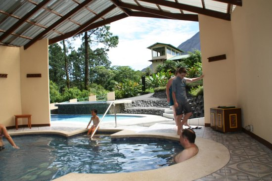 Arenal Observatory Lodge & Spa: hot tub