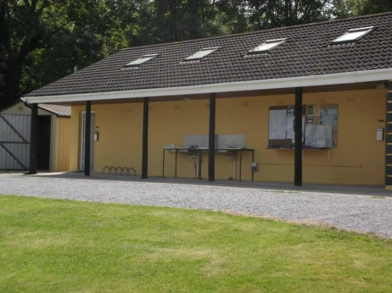 Adare Camping and Caravan Park : Wash up area