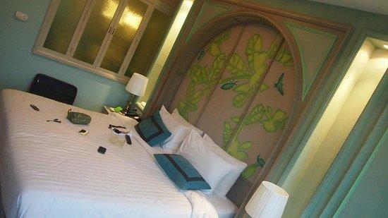 Salil Hotel Sukhumvit Soi 11: Room & Bed
