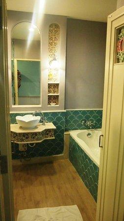 Salil Hotel Sukhumvit Soi 11: Washroom View