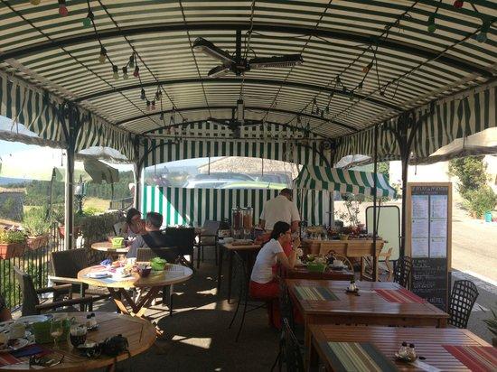 Le Relais du Mont Ventoux : La veranda per il pranzo, la cena e la colazione