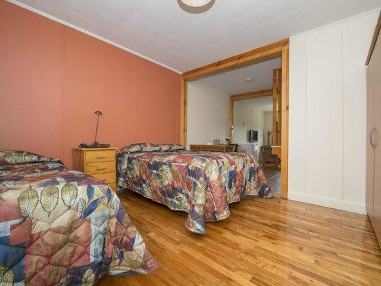 Perce Au Pic de l'Aurore: Standard room (bedroom area)