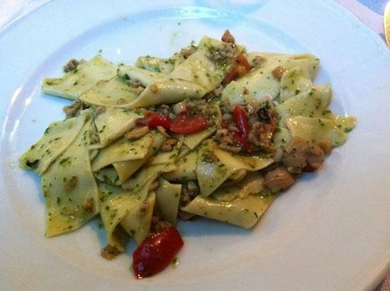 Antonio's: pasta fresca con pesce e pesto!
