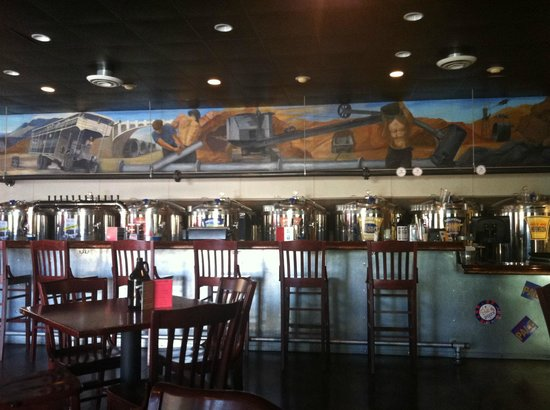 Boulder Dam Brewing Company: Bar at Boulder Dam Brewing Co.