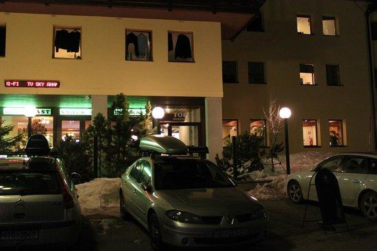 Top Residence: entry/caffe bar