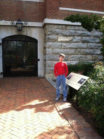 Washington and Lee University : Traveler's gravesite