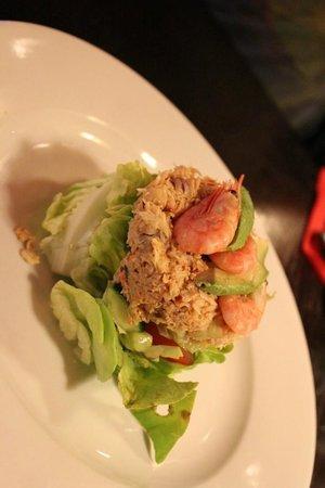 King's Arms: 'Prawn avocado' and crab salad