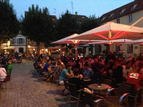 Le Bistrot: Guyot Square