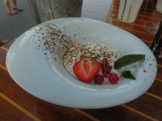 Le Lenigo: Tiramisu ananas confit et caramel