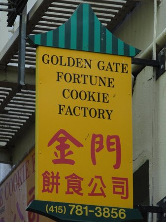 Golden Gate Fortune Cookies Co: Sign outside