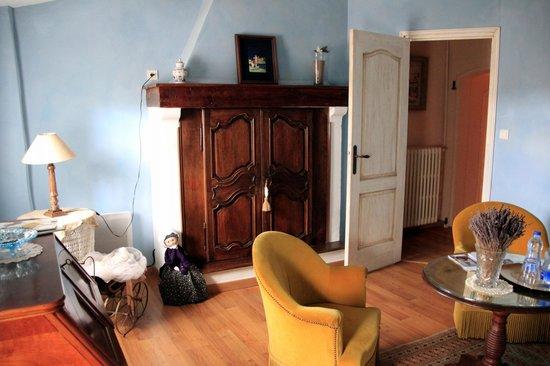 Domaine de Rhodes: Sitting room in Suite Degas