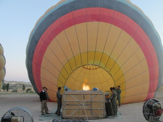 ‪كيسميت كيف هاوس: Hot air balloon with Urgup Balloons‬