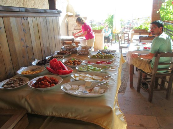 Kismet Cave House: Complimentary breakfast
