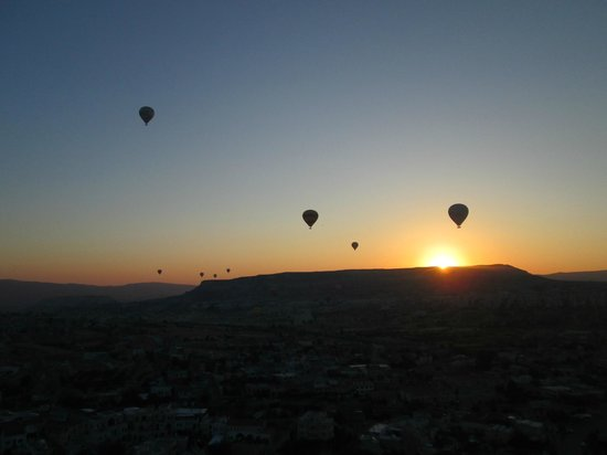 Kismet Cave House: Hot air ballooning at sunrise with Urgup Balloons - arranged by Faruk