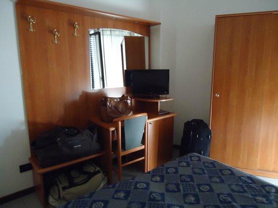 Hotel Nord Est: Zimmer klein aber sauber
