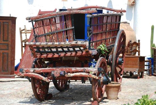 Venta del Quijote : Carro en el patio
