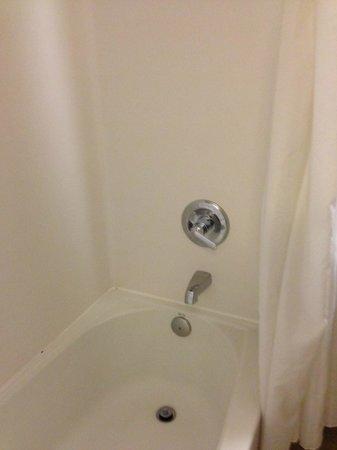 Mediterranean Inn: The bathroom