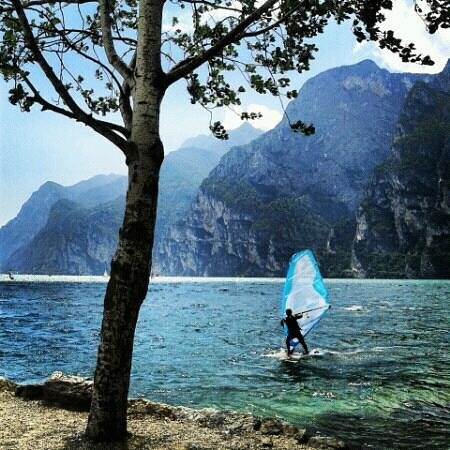 Pizzeria Bavaria : Windsurf davanti al Camping Bavaria