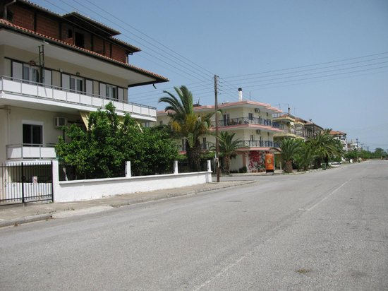 Evilion Sea & Sun Hotel : Hotels road what is empty....