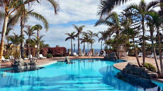 Apartamentos Playa De Los Roques: kleine Poollandschaft