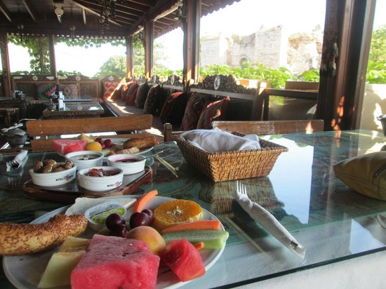 Hotel Bella: Breakfast on the terrace