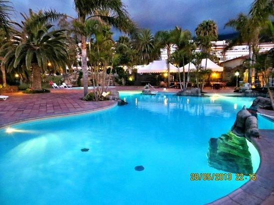 Apartamentos Playa De Los Roques: kleine gepflegte Poolanlage