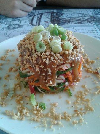 Giraffe Noodle Bar : asian chicken salad with peanut butter