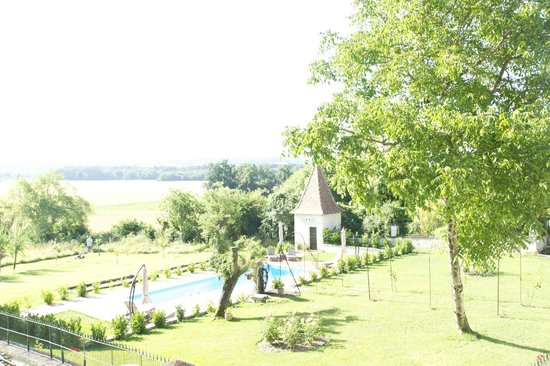 Les Chambres de coco: View from our suite over pool towards open countryside