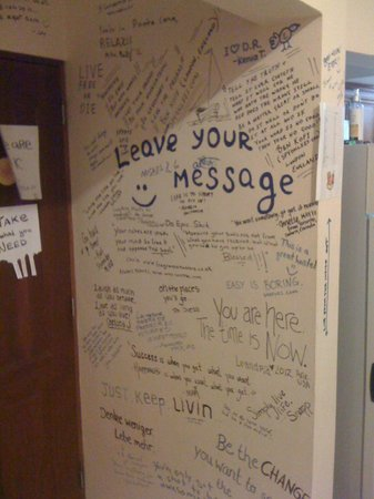 Bavaro Hostel: Signature wall