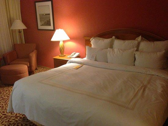 Torrance Marriott Redondo Beach: Bed