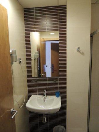 Hotel Trebol: bathroom