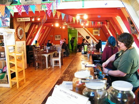 Butterfly's Bistro : The cosy interior.