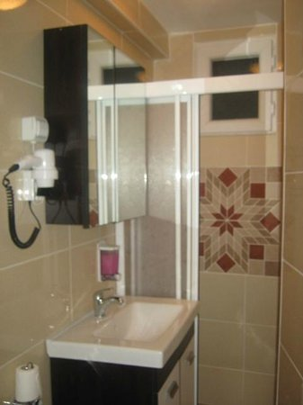 Yesilkoy Airport Boutique Hotel: Bathroom