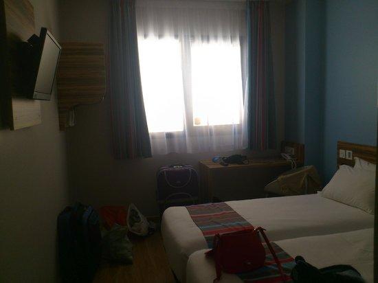 Travelodge Madrid Alcala : ventanas