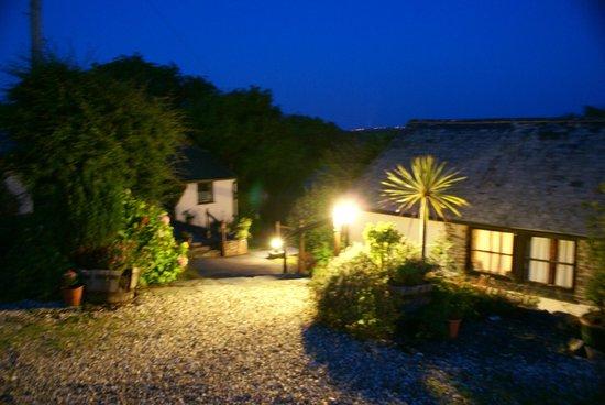 Yapham Coastal Cottages: Yapham at night