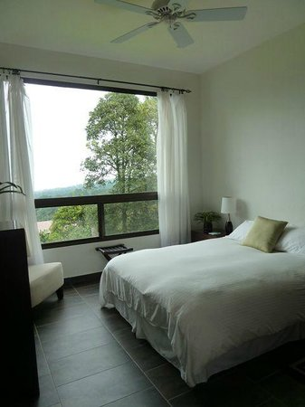 The Guest Suites at Manana Madera Coffee Estate: Comfortable Bedroom