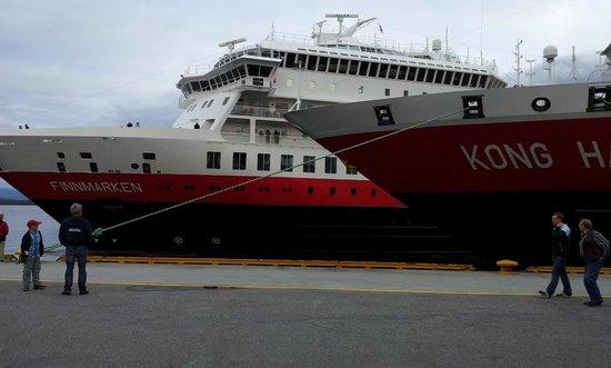 Quality Hotel Alexandra: Schiffanleger vom Eingang aus gesehen
