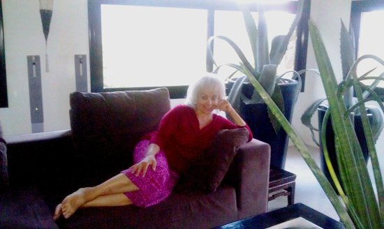 Can Serola: Happily Lounging in the Living Room