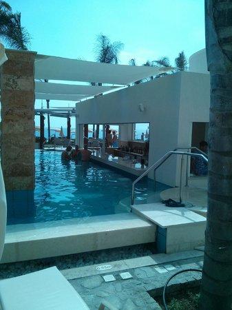 Alexander The Great Beach Hotel: Poolbar