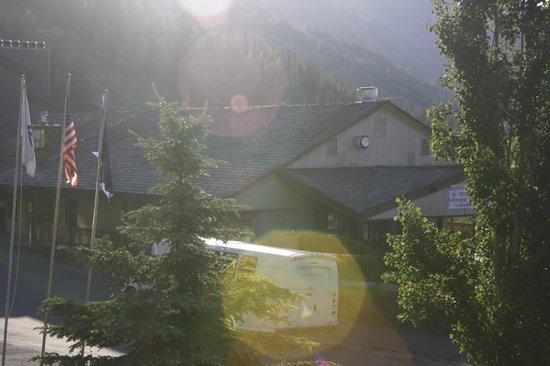 Kintla Lodge : Village