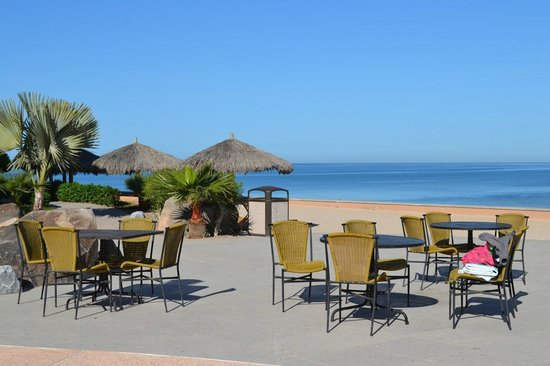 Penasco Del Sol Hotel: Beach view from poolside