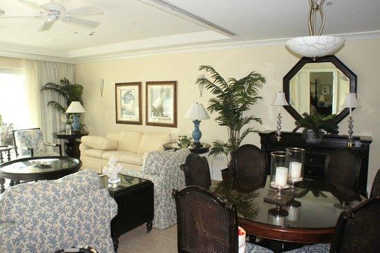 Caribbean Club : Living Area 202