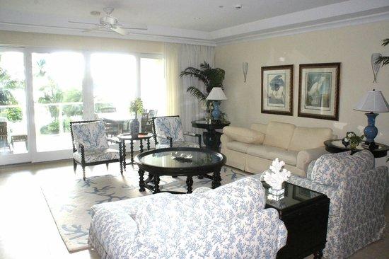 Caribbean Club : Living area unit 202