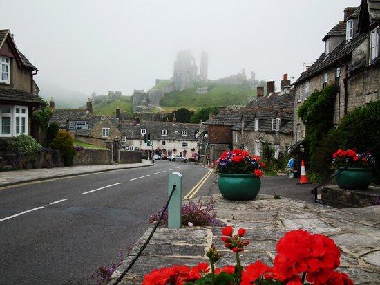 Hotel Mon Ami : Mist over Corfe Castle